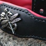 collier chien cuir avec ornement libellule_13
